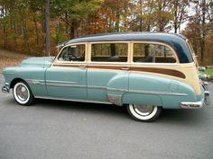 1952 Pontiac Wood Grained Deluxe Wagon Perfect for cape cod summer. Porsche 911 Rsr, Bugatti Veyron, Rolls Royce Phantom, Cadillac, Vintage Cars, Antique Cars, Pontiac Chieftain, Beach Wagon, Woody Wagon