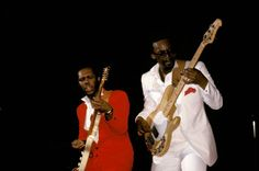 Bernard Edwards and Nile Rodgers Bernard Edwards, Disco Funk, Famous Author Quotes, Party Songs, Soul Funk, Quotes About New Year, Music Artists, Good Times, Chic