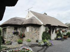 Entire home/apt in Spiddal, Ireland. Charming self catering cottage, situated west of Galway city and within walking distance of the quaint village Spiddal. With Connemara, the Burren and the Aran Islands on your doorstep why not have Cloch Na Scith as your base for your Irish advent...