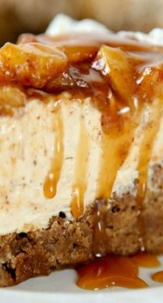 Homemade Caramel Apple Cheesecake - Too big to fit this whole masterpiece! Homemade Caramel Apple Cheesecake - Too big to fit this whole masterpiece! Fall Desserts, Just Desserts, Delicious Desserts, Yummy Food, Apple Crisp Cheesecake, Cheesecake Recipes, Dessert Recipes, Caramel Cheesecake, Classic Cheesecake