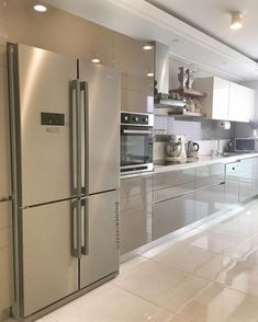 68 veces he visto estas grandes cocinas blancas. Modern Kitchen Interiors, Luxury Kitchen Design, Kitchen Room Design, Modern Kitchen Cabinets, Contemporary Kitchen Design, Kitchen Cabinet Design, Home Decor Kitchen, Interior Design Kitchen, Ikea Kitchen