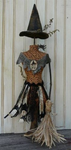 i see a crafty witch dress form in my Halloween future ;)