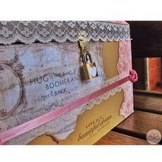 El Baúl de la prosperidad de Viviana   #weddingdecoration #boda #decoracion #vintage #love #amor #photooftheday #flores #flowers #crafts #decolores #caracas #novia #bride #wishtree #picoftheday #venezuela #instabride  #hechoamano #creativo #instalove #instagood #instamood #centrosdemesa #centerpieces #sign #chalkboard #pizarra #message #Padgram