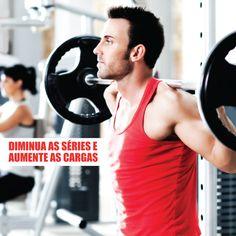 Conhece o método de treino de pirâmides?  Você diminui as séries e aumenta as cargas de peso. Assim os músculos não se acostumam ao treino com tanta facilidade.  ➡ Não deixe de consultar seu personal antes de iniciar qualquer tipo de treino.