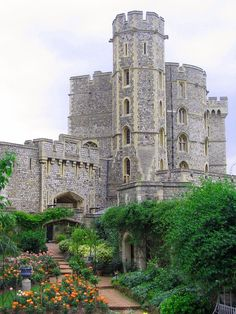 Windsor Castle - medieval castle and royal residence in Windsor in the English county of Berkshire, notable for its long association with the British royal family and for its architecture. It is a popular tourist attraction, a venue for hosting state visits, and the Queen's preferred weekend home.