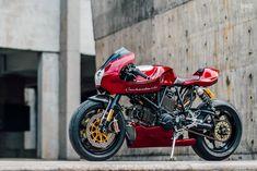 reworks the iconic Ducati Onehandmade reworks the iconic Ducati ? Onehandmade reworks the iconic Ducati ? Ducati Cafe Racer, Cb 450 Cafe Racer, Custom Cafe Racer, Cafe Racers, Custom Choppers, Custom Motorcycles, Custom Bikes, Triumph Motorcycles, Custom Sportster
