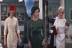 Doris Day con tres de los vestidos diseñados por JEAN LOUIS, para su papel de Jan Morrow en Pillow Talk, 1959.