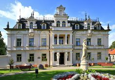 Palace in Supraśl, Poland Vintage Architecture, Amazing Architecture, Backyard Garden Landscape, Backyard Landscaping, Huge Houses, Poland Travel, Paradise On Earth, Mansions Homes, The Beautiful Country