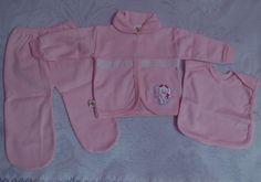 Conjunto pijaminha em malha para recém nascido. Contém 3 peças. Cor : Rosa bebê Produto de ótima qualidade!