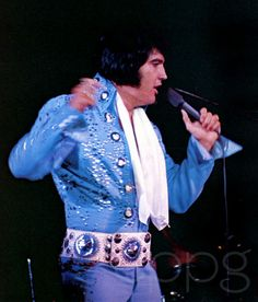 Elvis first wore this jumpsuit in Las Vegas during his 1972 January/February engagement.