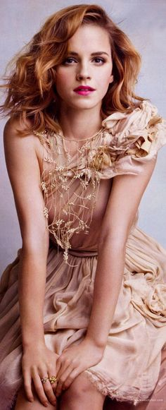 She is gorgeous and not to bad on the acting game either..........  Emma Watson | Chanel Dress and Necklace