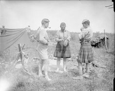 Newly released image of South Africans in World War 1 who fought at Delville Wood. Here South African Scottish S. Regiment) are resting after the attacks on Delville Wood, July Carnoy Valley. Second World, World War One, Ww1 Soldiers, British Armed Forces, Interesting History, Warfare, Wwii, Images, Black Watches
