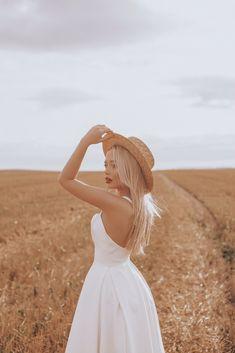 Portrait Photography Poses, Photography Poses Women, Creative Photography, Photography Ideas, Jupe Short, Best Photo Poses, Photo Grid, Female Poses, Photoshoot Inspiration