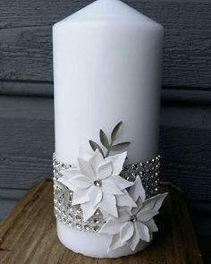 Vakkert og elegant pyntet stearinlys fra Sissel ❤️ med #dies og blingbånd fra #hobbykunst #hobbykunstnorge