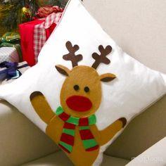 27 Stunning Beach Bags For This Summer Crochet Christmas Decorations, Christmas Cushions, Country Christmas Decorations, Christmas Crafts For Gifts, Christmas Sewing, Christmas Pillow, Simple Christmas, Christmas Diy, Christmas Ornaments