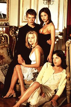 The cast of Cruel Intentions: Ryan Phillippe, Sarah Michelle Gellar, Reese Witherspoon and Selma Blair Selma Blair, Sarah Michelle Gellar, Sean Patrick Thomas, Reese Witherspoon Movies, Fashion Show Poster, Image Film, Cruel Intentions, Teen Movies, Iconic Movies