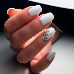 Awesome Popular Nail Art Designs Ideas With Stones For The Perfect Manicure. White Nail Art, White Nails, Blue Nails, Nailart, Moon Nails, Short Nails Art, Fabulous Nails, Trendy Nails, Spring Nails