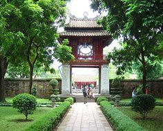 (hanoinay) - Văn miếu Quốc Tử Giám nằm trên đường Quốc Tử Giám, quận Đống Đa, Hà Nội.