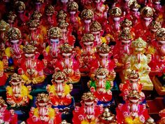 Ganesh Statues for Sale at Gulmandi Road Bazaar, Aurangabad, Maharashtra, India