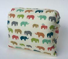 E est pour éléphant Nursie bio par FromMeinhartToYours sur Etsy