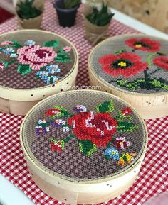 Make pretty gift boxes from old cheese boxes and cross stitch embroidery.Curvy Sheave Dekor aus elemeği # Leinwand Pfauperlen mit roten Augen Source The post Curvy Sheave Dekor aus elemeği # Leinwand appeared first on My Art My Home. Cross Stitch Art, Cross Stitch Designs, Cross Stitching, Cross Stitch Embroidery, Cross Stitch Patterns, Ribbon Embroidery, Embroidery Patterns, Broderie Bargello, Diy Gift Box