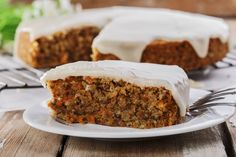 This scrumptious easy carrot cake recipe was given to me by Michelle, my dear friend Chrissy's daughter. Low Fat Carrot Cake, Easy Carrot Cake, Healthy Carrot Cakes, Frosting Recipes, Cake Recipes, Dessert Recipes, Cake Bars, Food Cakes, Easy No Bake Desserts