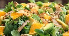 """Lekka, prosta i kolorowa sałatka z pomarańczą, awokado i orzechami. Sałatka pod roboczą nazwą """"czyszczenie lodówki"""" ;) Dużo witamin i zd... Cantaloupe, Potato Salad, Food And Drink, Healthy Eating, Lunch, Healthy Recipes, Snacks, Dinner, Vegetables"""