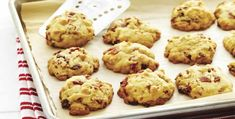 Chewy Bacon Butterscotch Cookies (yes, they are fantastic) Cookie Caramel, Butterscotch Cookies Recipes, Butterscotch Chips, Cookie Recipes, Biscuits Au Caramel, Oatmeal Applesauce Cookies, Parfait, Biscuits Croustillants, Empire Cookie