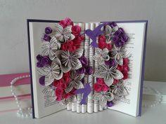 Bouquet de livre colibris sculpture de livre fleurs   Etsy Book Page Flowers, Gifts For Librarians, Hummingbird Garden, Bouquet, Book Sculpture, Origami Flowers, Garden Gifts, Book Themes, Book Pages
