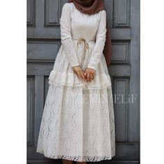 I don't know what I could write so beautiful I was able to shoot our legendary dress in our store tercih A lot of choice for graduation de Hijab Outfit, Hijab Style Dress, Dress Outfits, Indian Gowns Dresses, Modest Dresses, Nice Dresses, Hijab Fashion, Fashion Dresses, Fasion
