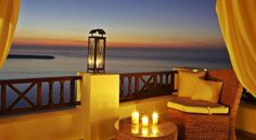 These are the best luxury hotels in Santorini. Best Hotels in Oia, best hotels in Firostefani, best hotels in Imerovigli, best hotels in Perissa and best hotels in Kamari. These hotels offer the ultimate luxury in Santorini with private pools and jacuzzi. Santorini Luxury Hotels, Santorini Honeymoon, Honeymoon Hotels, Honeymoon Spots, Oia Santorini, Santorini Island, Castle Boutique, Greece, Colors