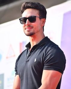 Are you finding Height, Weight, Wiki, Age, Family Biography etc of Tiger Shroff? Tiger Shroff Body, Tiger Love, Actors Images, Disha Patani, Bollywood Stars, Bollywood Celebrities, Bruce Lee, New Image, Actors & Actresses
