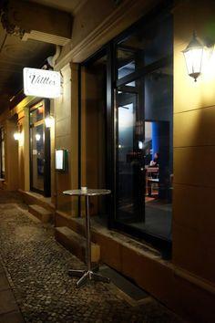 Berlin Food, French Door Refrigerator, Pulled Pork, French Doors, Kitchen Appliances, Restaurant, Home, Easy Meals, Shredded Pork