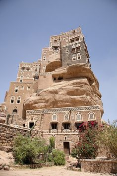 The Dar al-Hajar (Rock Palace) at Wadi Dhahr, Yemen (by gmhales).