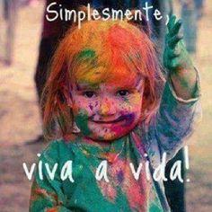 Viva a vida sendo feliz , junto com suas amigas ou amigos porque todo dia é uma festa                                                   -=Victória Camargo=-