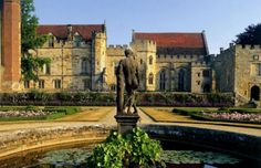 Visit this large stately home of the Sidney family that has entertained royal guests and been the source of inspiration for more than 650 years. Welsh English, English Manor, Castles In England, Kent England, Garden Statues, Great Britain, Barcelona Cathedral, Countryside, Things To Do