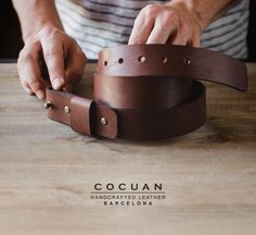 The minimal expresion of a belt. >>And because it has no buckle you don't need to take it off at airport security control<< #handcraftedleather #leatherwork #leather #leatherbelt #belt #nobucklebelt #nobuckle #cocuan #mataro #barcelona