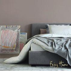 Самая низкая представительница наших кроватей @enjoy_home_shop - French Gray. Высота кровати без матраса - 28 см, высота изголовья - 77 см. Материал обивки - лён. Основание - 180*200 с подъемным механизмом. Стоимость такой модели 134000 рублей. #enjoy_home_furniture #enjoy_home_shop #кровать #спальня