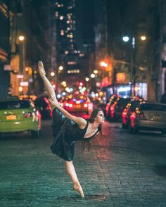 Ballet can easily be appreciated on stage or in a studio, but it's even more breathtaking when seen in unconventional settings. Photographer Omar Z. Dance Photography Poses, Dance Poses, Street Photography, Urban Photography, Street Ballet, Street Dance, World Ballet Day, City Backdrop, La Bayadere