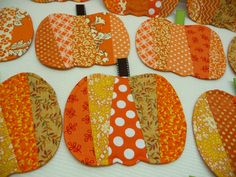 Pumpkin Mug Rugs Coasters Set of 4 by SewSweetSparrow on Etsy by betty Halloween Quilts, Halloween Sewing, Halloween Crafts, Halloween Placemats, Thanksgiving Placemats, Fall Sewing Projects, Quilting Projects, Mug Rug Patterns, Quilt Patterns