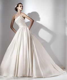 Buy 2012 Simple Backless Sleeveless Wedding Dress Bridal Gown-HuLu