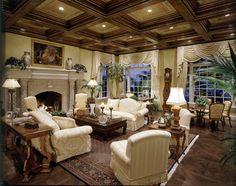 Le salon est grande et vintage. Je n'aime pas des rideaux dans la salle. Je pense qui cette un tapis persian.