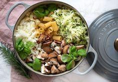 One pot pasta med champignon og bacon er super nem og hurtig at lave og smager fantastisk - lidt en hverdagsredning og opskrift får I her