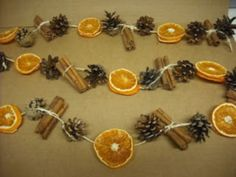 More dried fruit decor DIY - DIY and do it yourself decoration- Mehr Trockenfrüchte Dekor DIY – DIY und Selber Machen Deko More dried fruit decor DIY fruit - Rustic Christmas, Winter Christmas, All Things Christmas, Vintage Christmas, Christmas Holidays, Victorian Christmas Decorations, Natural Christmas Decorations, Xmas Decorations To Make, Natural Christmas Ornaments