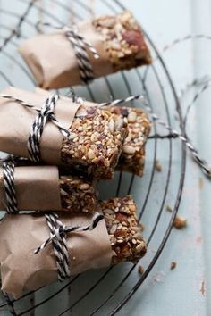 Toasted Seed and Almond Bars with Salted Date Caramel :: Sonja Dahlgren/Dagmar's Kitchen Raw Food Recipes, Snack Recipes, Healthy Recipes, Barre Energie, Almond Bars, Brunch, Raw Desserts, Energy Bars, Healthy Snacks For Kids