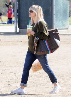 Reese Witherspoon with Louis Vuitton Mon Neverfull Bag.. want a monogrammed LV!!!