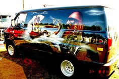 World Van Association Customised Vans, Custom Vans, Mens Vans Shoes, Vans Men, Old School Vans, Dodge Van, Camper Van Conversion Diy, Van Interior, Cool Vans