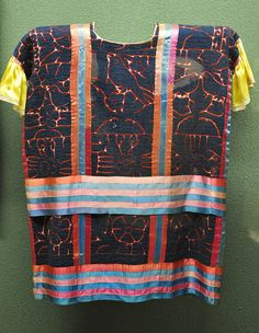 This is a Mazatec huipil from San Bartolome Ayautla in the north of the state of Oaxaca, Mexico. Exhibited at the National Museum of Anthropology in Mexico City Mexican Textiles, Mexican Embroidery, Indigenous Art, National Museum, Mexico City, Anthropology, Cool Outfits, Quilts, Anthropologie