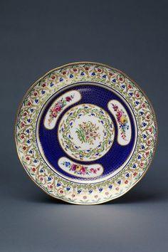 Assiette unie | Sèvres porcelain factory | V Search the Collections