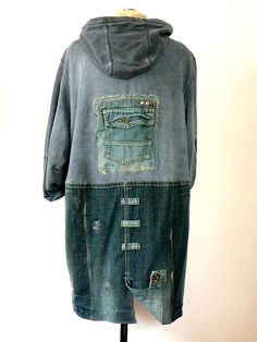 Jamfashion recommends: Man/ unisex coat kirtle vintage blue jeans and cotton knit, dasing, fantasy and fancy. Pockets,printed,with.hood, zip fastener - slide fastener. Size: .... chest measurement 54 in/134 cm. spread shoulder 42 in /108 cm. lenght arm 26 in /66cm.